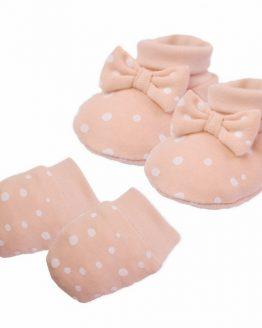 jasnoróżowy komplet dla noworodka buciki niechodki i łapki niedrapki w kropeczki
