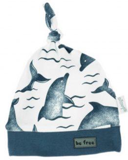 biała czapka niemowlęca z supełkiem w niebieskie delfiny