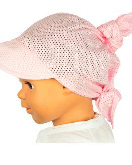 jasnoróżowa ażurowa chusta na głowę z daszkiem na słońce